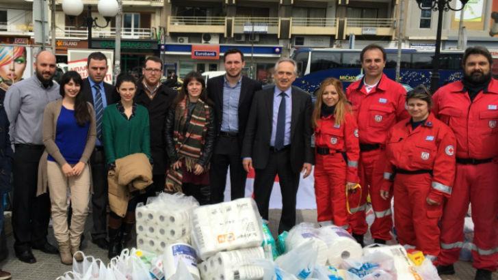 Στη φωτογραφία ομάδα από το  προσωπικό των εταιρειών με τους εθελοντές του Ελληνικού Ερυθρού Σταυρού
