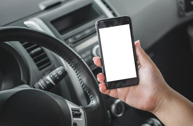 Προσοχή: 400 πινακίδες κυκλοφορίας αφαίρεσε η τροχαία για χρήση κινητού τηλεφώνου, μέσα σε δύο μέρες